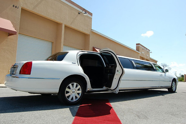 lincoln stretch limo Newark